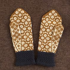 The pattern for theese cute mittens is available in swedish and english.