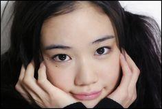 蒼井優のメイクの秘密とは?すっぴんにしか見えないナチュラルメイク ... Yu Aoi, Stunning Girls, Beautiful, Girls Spreading, Hula Girl, Cute Asian Girls, Japan Fashion, Celebs, Celebrities
