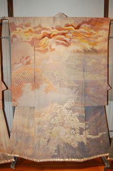 Kimono as Art: The Landscapes of Itchiku Kubota features forty oversized kimonos created by Master Kubota. Visit www.kimonoexhibit.com for kimono art exhibit information.