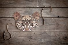 This mask is part of the  Ninn in Wonderland  collection.  This Mouse mask is inspired by the amazing Lewis Carrolls tale  Alice in Wonderland .