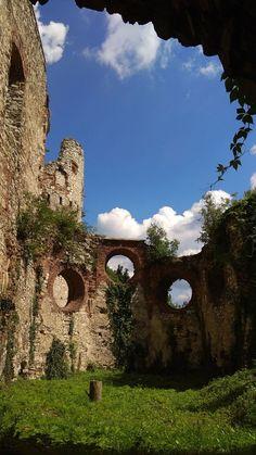 Medieval castle, ruins in Tenczynek-Rudno near Cracow Medieval Castle, Castle Ruins, Sri Lanka, Travel Photos, Golf Courses, Rock, Fotografia, Poster, Travel Pictures
