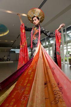 Ao Dai - A traditional Vietnamese Wedding dress. Its a long-sleeved ...