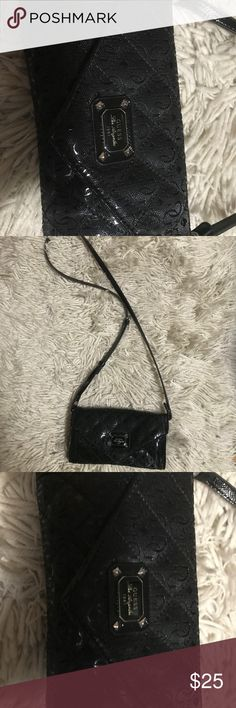 Guess cross body clutch Very classy & goes with everything! Used twice Guess Bags Clutches & Wristlets