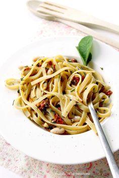 Pasta con Cannellini, Pomodori Secchi, Mandorle, Noci, Salvia e Rosmarino
