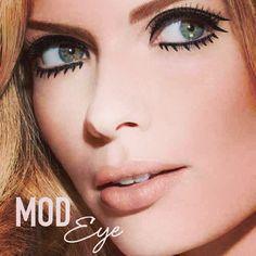 Beautiful Twiggy inspired 60s makeup.