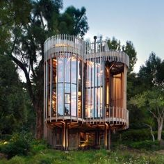 How To Build A Treehouse ? This Tree House Design Ideas For Adult and Kids, Simple and easy. can also be used as a place (to live in), Amazing Tiny treehouse kids, Architecture Modern Luxury treehouse interior cozy Backyard Small treehouse masters Organic Architecture, Amazing Architecture, Interior Architecture, Interior Design, Beautiful Tree Houses, Cool Tree Houses, Casa Bunker, Luxury Tree Houses, Loft Industrial
