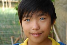 Blue eyes asian | http://eyedrd.org/2012/10/vietnamese-boy-with-blue-eyes-attracts ...