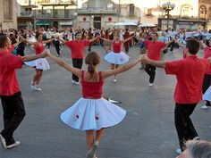 Spanish Dance and Music: Sardana Spanish Dance, Spanish Art, Spanish Class, Barcelona Catalonia, Lets Dance, Music Photo, Country Scenes, Cheer Skirts, Ballet Skirt