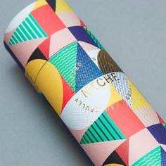 Cores e padrões gráficos dão destaque às embalagens de chá da Niche Tea, feitas pela IWANT design - Follow the Colours