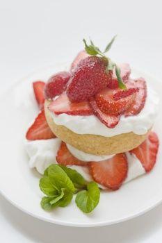Spring harvest party - Easy strawberry dessert.