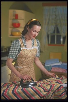 retro housewife ironing in her apron.and she looks so happy doing it too! I, on the other hand, do NOT look, nor feel happy when I'm ironing anything. Posters Vintage, Vintage Photos, Pin Up, Aprons Vintage, Retro Vintage, Vintage Toys, Vintage Clothing, Housewife Costume, Childhood Memories