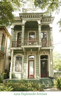 Esplanade Avenue, New Orleans.--New Orleans a nice to visit but come dark time to hit the highway and go home! Victorian Townhouse, Victorian Homes, Victorian Architecture, Architecture Design, Beautiful Buildings, Beautiful Homes, Townhouse Exterior, Shotgun House, New Orleans Homes