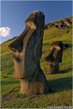 The Moai heads of Rapa Nui (Easter Island), Chile Places To Travel, Places To See, Places Around The World, Around The Worlds, Easter Island Statues, Easter Island Moai, Formations Rocheuses, Beau Site, South America Travel