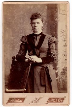 Antique 1890s Lincoln Nebraska Cabinet Card Photo Fancy Back Pretty Woman with Curly Hair