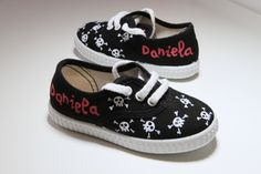 Hand painted shoes/zapatillas pintadas a mano www.sweetlittleshoes.com