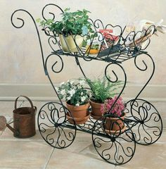 Awesome 36 Modern Outdoor Metal Decor Ideas For Garden. Iron Furniture, Garden Furniture, Cheap Furniture, Discount Furniture, Lack Coffee Table, Wrought Iron Decor, Garden Cart, Flower Cart, Decoration Plante