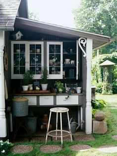 Like the corner bracket on this Potting shed.  I have 3 sets of S-curve shelf brackets I might be able to use to do this.