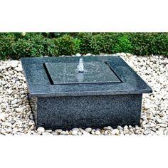 Reims waterpartij 110x110 cm en 30cm hoog Waterornament van natuursteen in de kleur grijs. Inclusief verlichting en pomp. Het is een blikvanger in uw tuin.