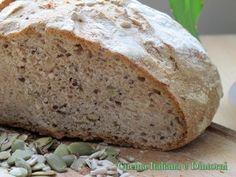Pane integrale con semi di lino, girasole e zucca.. un buon inizio per una sana alimentazione. http://blog.giallozafferano.it/cucinaitalianaedintorni/pane-integrale-ricetta-pasta-madre/