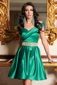 Rochii scurte de ocazie la modă în 2020 - Rochii de ocazie în vogă anul acesta Women's Summer Fashion, Fashion 2020, American Women, Nasa, Satin, Formal Dresses, Womens Fashion, Pretty, Skirts