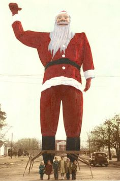 Before Big Tex became Big Tex he was a giant Santa Claus in Kerens Texas east of Corsicana. This photo was taken in Two years later the giant figure was purchased for 750 dollars by Dallas banker R. Thornton then president of the State Fair o South Texas, Dallas Texas, Eyes Of Texas, Loving Texas, Texas Pride, Texas History, Texas Homes, Texas Travel, Big Men