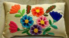 almohadon con diseño bordado mexicano totalmente artesanal