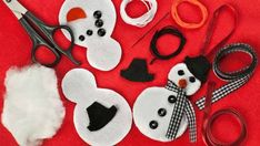 A fun Christmas craft idea. Your kids will love customising their own felt snowman creation! Wreath Crafts, Craft Stick Crafts, Decor Crafts, Fun Crafts, Arts And Crafts, Easy Christmas Decorations, Snowman Decorations, Childrens Christmas Crafts, Holiday Crafts