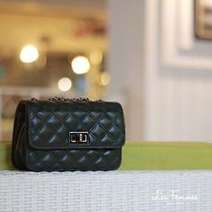 Oriel Clutch, menampilkan tas dengan warna yang bold & calm serta detail berlapis. It's simply! Detail tas : • Warna Bold Green • Ukuran 20*6*14 cm • Harga 249,000 Order via : Website : www.lesfemmes.co.id SMS / WA : 081284789737 Email : care@lesfemmes.co.id Happy shopping!