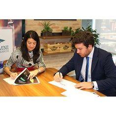 La compañía global líder en servicios profesionales y la bolsa de empleo firman un acuerdo de colaboración para la selección del mejor talento joven.