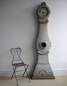 I'm Swedish.I should get a Swedish clock! Swedish Style, Swedish House, Swedish Design, Swedish Decor, Scandi Style, French Style, Custom Furniture, Vintage Furniture, Painted Furniture