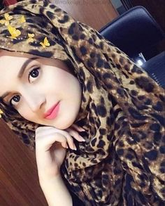 Look Your Absolute Best With These Beauty Tips Beautiful Girl Wallpaper, Beautiful Girl Photo, Cute Girl Photo, Beautiful Girl Indian, Beautiful Muslim Women, Beautiful Hijab, Gorgeous Eyes, Hijabi Girl, Girl Hijab