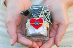These Why I Love You Mason Jar Gifts make perfect DIY Valentines gifts and DIY anniversary gifts. Using a simple and budget-friendly mason jar, you fill the jar up with reasons why you love your man. Diy Valentine's Day Gifts For Her, Valentines Day Gifts For Her, Valentine Day Love, Valentine Day Crafts, Valentine's Day Diy, Diy Gifts, Valentine Ideas, Diy Anniversary Gifts For Him, Traditional Anniversary Gifts