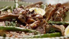Grilled lamb chops with asparagus (agnello alla griglia con asparagi)