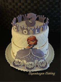 Prinsesse Sofia kage til Nicoline, der fyldte 3 år. Hver krone på toppen har et bogstav, så der står Nicoline :)