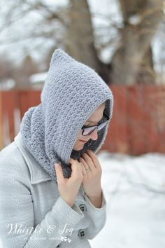 FREE Crochet Pattern: (almost) 30 Minute Crochet Cowl - Make the pretty ribbed crochet cowl with one skein of yarn and in about 30 minutes! Crochet Hooded Cowl, Hooded Scarf Pattern, Ribbed Crochet, Cute Crochet, Crochet Shawl, Easy Crochet, Crochet Scarves, Crochet Clothes, Crochet Slippers