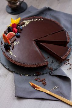 Aria Chocolate Tart -- This is chocolate perfection. Rich, and decadent, the best chocolate tart I have ever made. (in German)