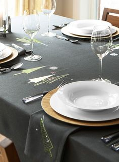 Modern Christmas tablecloth - Embroidered - Assorted