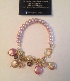 Perla natural cultivada en color rosa palido con cadena diamantada y dijes colgantes de perla moneda en  tono beige y rosa , perla cafe y cristal checo , broche T ,separadores y remaches de oro goldfilled