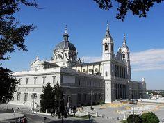 Музеи Мадрида - Главный Кафедральный Собор Мадрида Святой Альмудены Catedral de Almudena Мадрид Испания