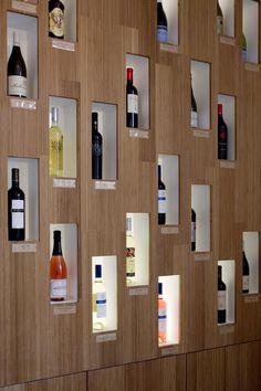 studio k - wijnbar/shop mundowijnen langdorp 2011 (bamboe caramel, display wijnflessen)