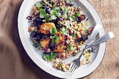 Ancient grain salad with grilled haloumi - delicious. Easy Spring Salad Recipe, Spring Recipes, Vegetarian Recipes, Cooking Recipes, Healthy Recipes, Watermelon Salad, Lunches And Dinners, Work Lunches, Easy Dinners