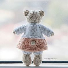 Clangers return with free knitting pattern Knitted Doll Patterns, Knitted Dolls, Knitting Patterns, Knitted Bunnies, Knit Crochet, Crochet Hats, Little Cotton Rabbits, Free Knitting, Knitting Toys