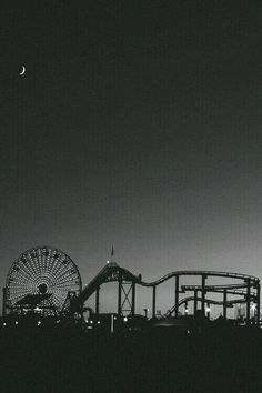 Uploaded by grunge af. Find images and videos about photography, black and white on We Heart It - the app to get lost in what you love. Tumblr Wallpaper, Sf Wallpaper, Black Wallpaper, Black And White Photo Wall, Black And White Pictures, Black White, Black Aesthetic Wallpaper, Aesthetic Wallpapers, Phone Backgrounds