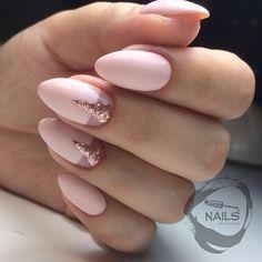 Cutícula + rosa + dorado + triángulo + mate + francés a la inversa