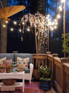 Éclairage extérieur original - lampions sur poteaux