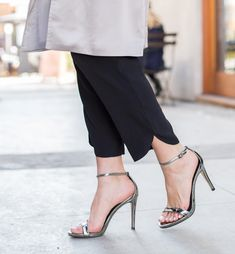 Sydne Style shows the best ankle strap sandals from steve madden stecy heels