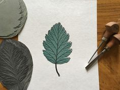 Learn how to design and print your own colour lino prints with this simple step by step guide from Draw Cut Ink Press. Get colour lino printing today! Stitch Lab, Linocut Artists, Lino Art, Simple Line Drawings, Leaf Drawing, Linoprint, Drawing For Beginners, Simple Prints, Sculpture