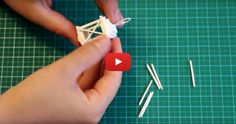 This is an easy tutorial which will help you make a simple dressing screen. It is made from card and paper, and would suit a the century dressing screenHow to : Miniature Screen Dollhouse Miniature Tutorials, Miniature Crafts, Miniature Houses, Dollhouse Dolls, Miniature Dolls, Dollhouse Miniatures, Ikea Dollhouse, Miniature Furniture, Doll Furniture
