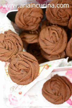 Blog di cucina di Aria: Biscotti Rose al cioccolato per festeggiare e cond...