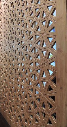 Cobogó de bambu. As possibilidades são infinitas: forros, portas, biombos, painéis, paredes de integração. É versátil, une ambientes, texturas e sensações.